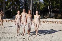 Нудистки под пальмамы