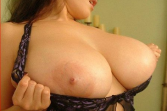 Огромная натуральная грудь в страстной фотосессии