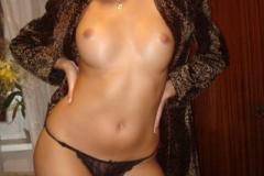 Эротичная шатенка показала роскошное тело